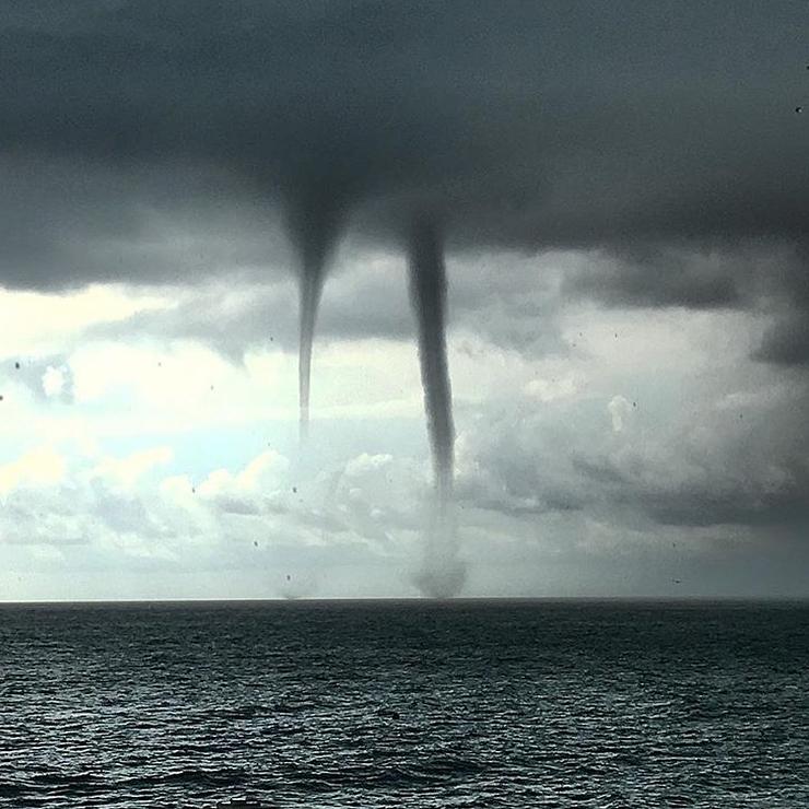 7смерчей над морем страшно красиво #силаприроды #сочи #смерч #уприродынетплохойпогоды