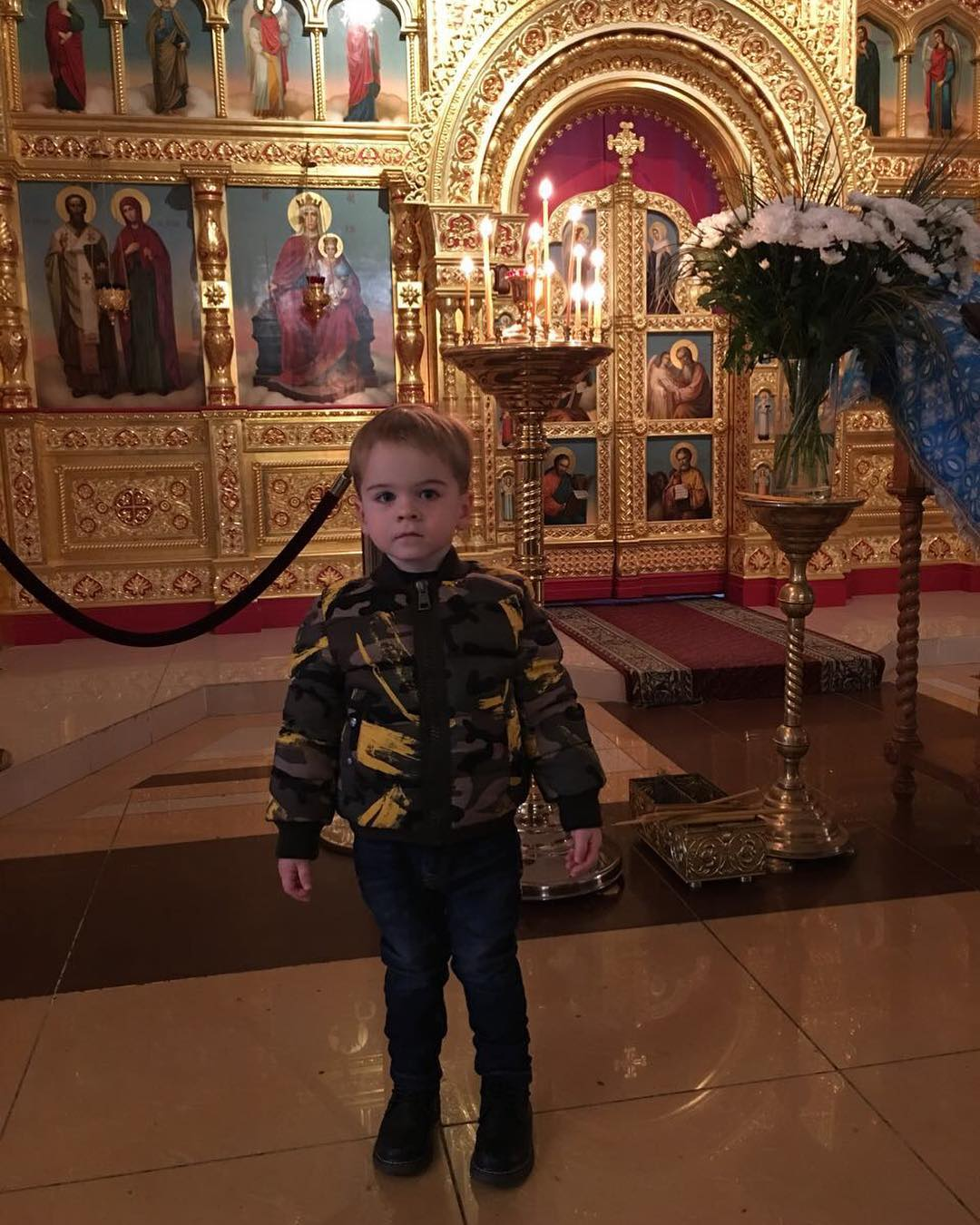 С Рождеством Христовым !!! Мой малышуня в церкви с большим интересом и любопытством смотрит и слушает... Всем Добра, Мира и Любви!! С праздником!!