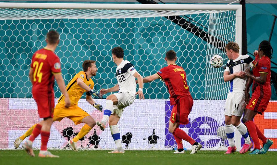 Голкипер сборной Финляндии Лукаш Градецки дважды вынул мяч из своих ворот в матче с Бельгией. Фото6 Reuters