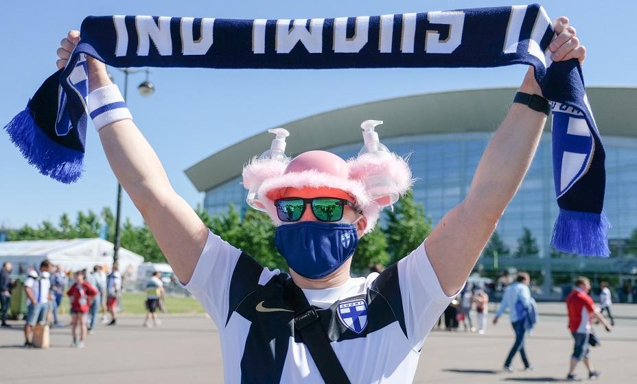 Санитайзер финнам не помог - заболело почти 10% фанатов. Фото: Артем Килькин