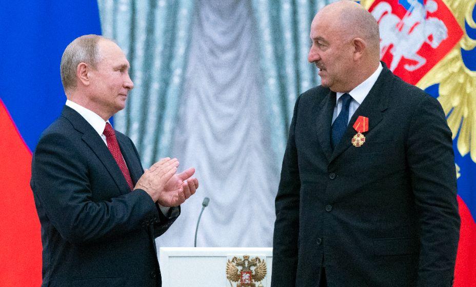 На своей прямой линии Черчесов дал свою трактовку словам Владимира Путина об изменениях в спорте. Фото: ТАСС