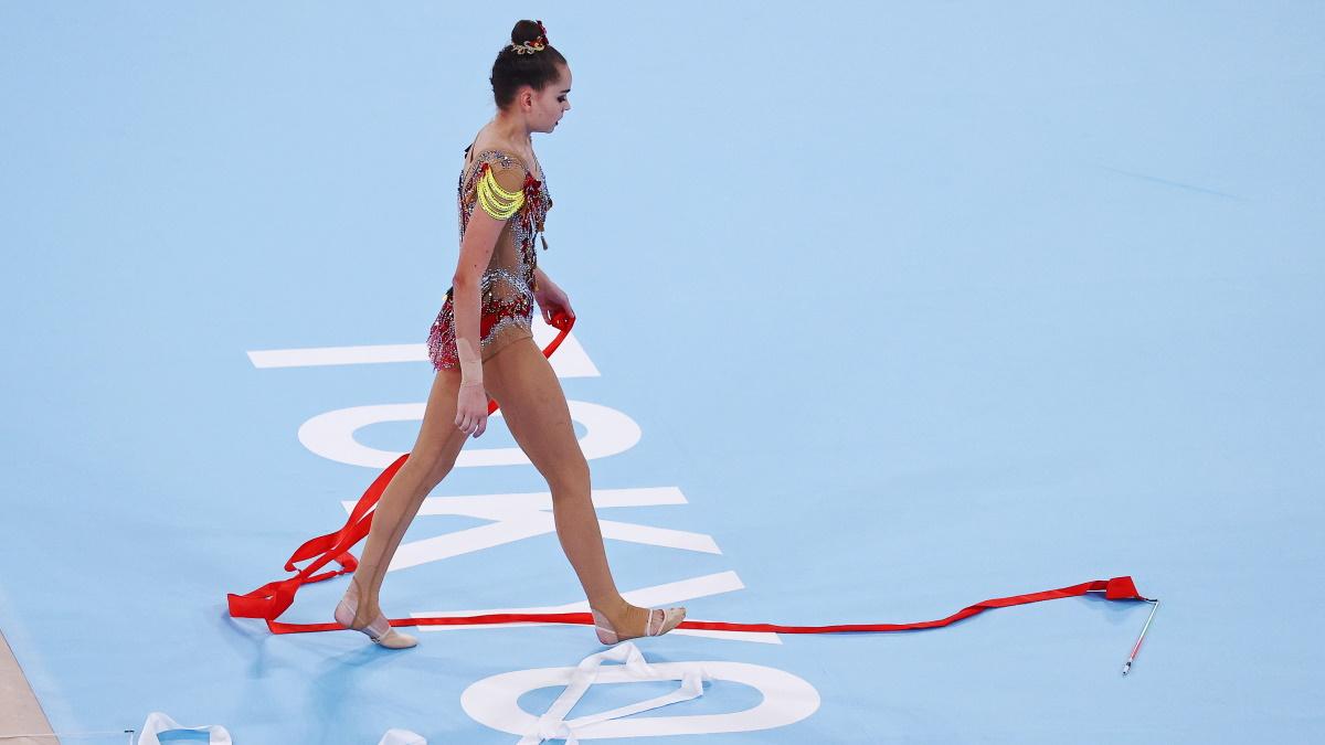 Арина Аверина после выступления с лентой на Олимпиаде.  Фото: REUTERS