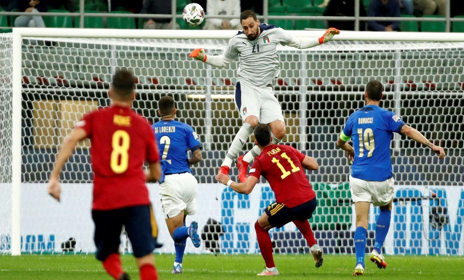 Испания оборвала 37-матчевую беспроигрышную серию Италии. Фото: Reuters