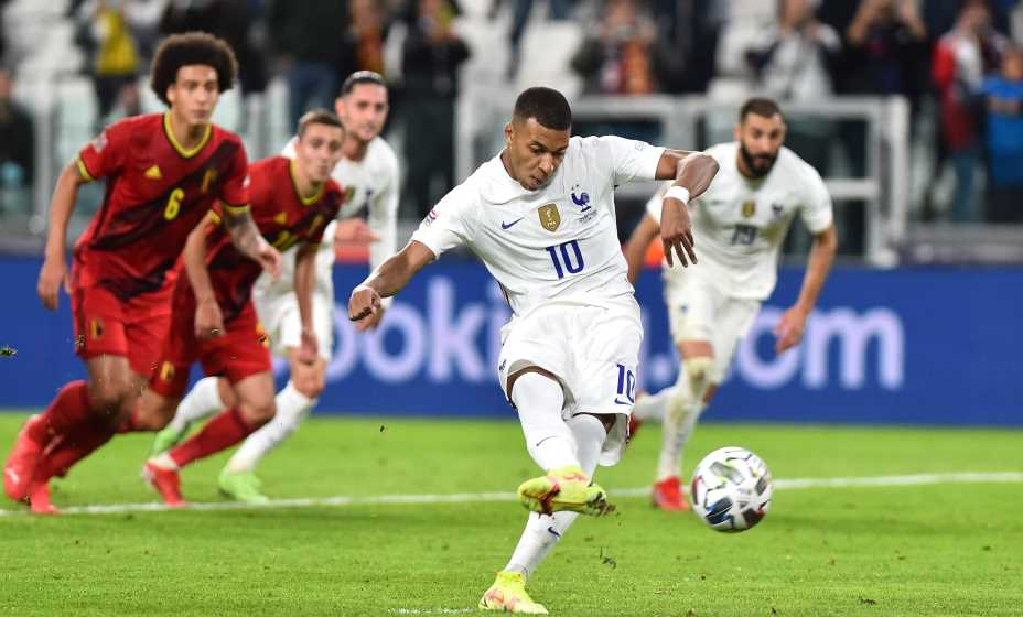 Килиан Мбаппе внес свой вклад в победу над бельгицами, реализовав пенальти. Фото: Reuters